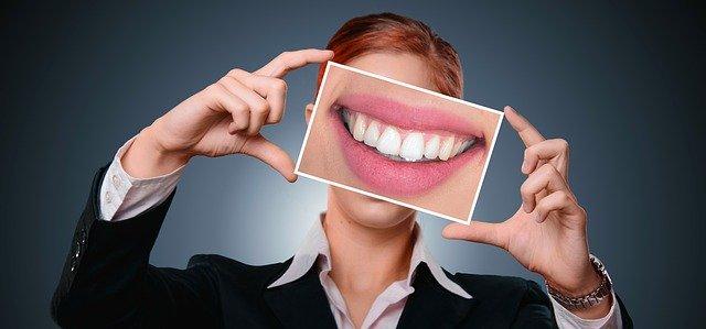 פלטה שקופה לשיניים